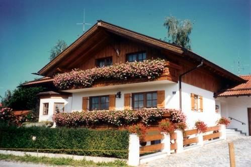 ferienwohnung haus zahn in pfaffenbichl im chiemgau. Black Bedroom Furniture Sets. Home Design Ideas